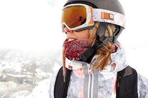 moisture on the mountain: roxy ski gloves soothe your hands while you ride