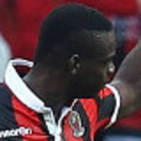 balotelli frustrated as nice falter