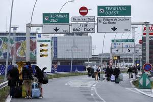 Man Killed After Trying to Grab Paris Airport Soldier's Gun