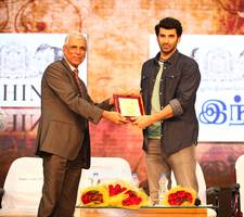 aditya roy kapur inaugurates srm university's decade edition of milan'17