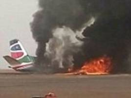 plane splits into pieces after crashing in south sudan