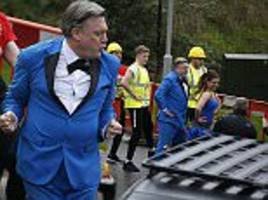 ed balls revisits gangnam style routine for comic relief