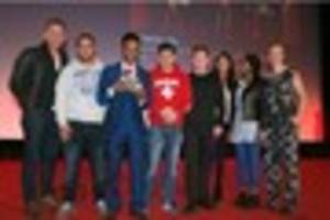 Daniel Craig gives Hull teenage refugees national award for...