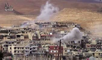 Syrian troops counter-attack after Damascus rebel incursion