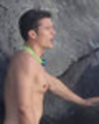Orlando Bloom fondles his manhood following Katy Perry split