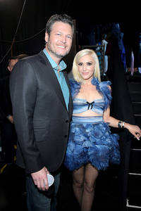 gwen stefani and blake shelton news: stefani makes shelton jealous on 'the voice'; shares an old photo of beau on twitter profile