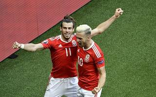 wales boss coleman laughs off criticism of bale and ramsey