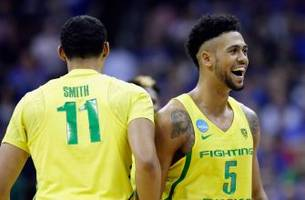 tyler dorsey lifts oregon in thriller over michigan to advance to elite eight