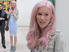 joss stone flaunts her new pink hair in portugal