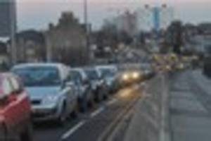 Man freed from car in South Cave crash as Hull faces traffic...