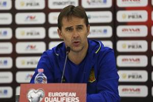 spain coach warns against italy distraction