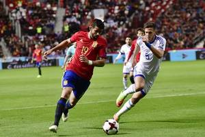 spain win to stay top of group