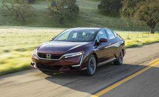 2017 honda clarity fuel cell driven: less-weird science!