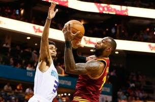 Hornets LIVE To Go: Lebron James drops 32 to lead Cleveland past Charlotte 112-105