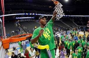 jordan bell leads oregon to a victory over kansas that was 78 years in the making