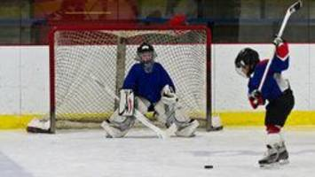 smaller ice surfaces for youngest kids' games to be mandatory: hockey canada