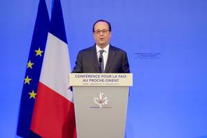 France's Hollande Says Europe Can Fight Protectionism Together