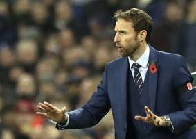 southgate opens world cup door to defoe