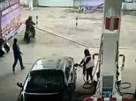 thief steals a handbag from a vehicle and tries to flee