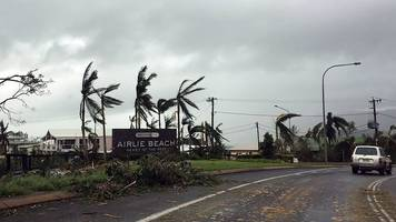 cyclone debbie: experts fear damage to great barrier reef