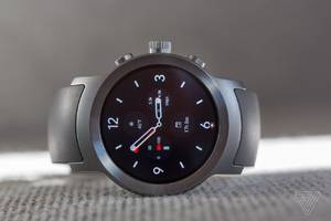 google is delaying a wider release of android wear 2.0 to fix a software bug