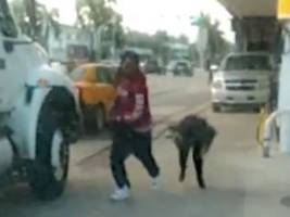 watch now: woman fights purse thief but no one helps