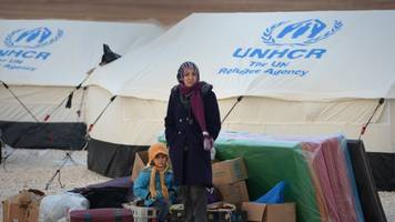 the number of syrian refugees passes 5 million