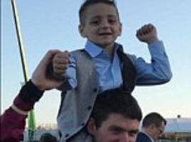 cancer sufferer bradley lowery smiles at grand national