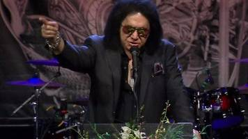 gene simmons pays tribute to chuck berry