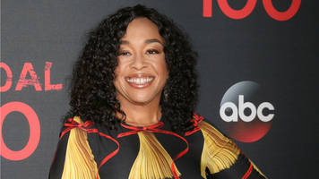 shonda rhimes says donald trump is making it a lot harder to write scandal