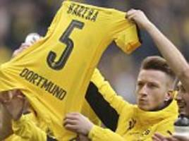 Borussia Dortmund pay tribute to Marc Bartra during match