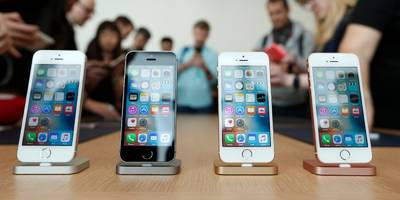 one year later, i'd still take the iphone se over the iphone 7 (aapl)