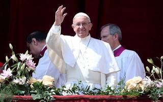 pope condemns syria attack in easter address