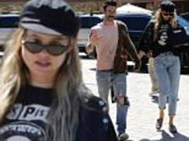 adam levine and behati prinsloo keep casual for baby-free