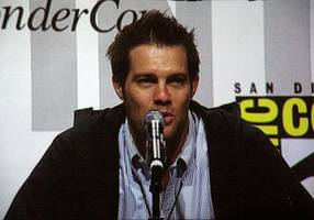 geoff stults dishes on 'unforgettable' and how chasing girls led to an acting career