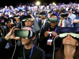 Smartphones will officially become glasses in 2022, Facebook exec brashly predicts (FB)