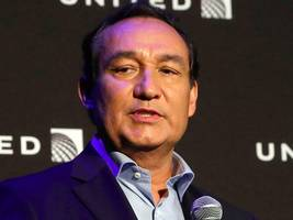 United CEO Oscar Munoz will not become chairman next year as planned (UAL)