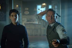 'gotham': alfred talks cats and knives with bruce wayne in new clip (exclusive video)