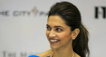step-by-step guide to do deepika padukone's signature pouf ponytail
