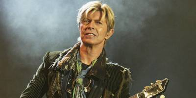 watch david bowie's <i>bowpromo</i> unboxing video