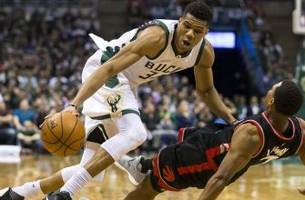 derozan heats up, bucks turn cold as raptors tie series 2-2