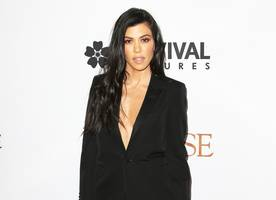 kourtney kardashian goes undercover as news reporter and nobody recognizes her