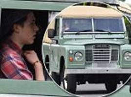 brooklyn beckham drives new £35,000 land rover