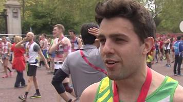 london marathon: 'at mile 11 i proposed to my girlfriend'