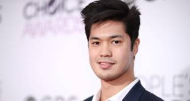 """Ross Butler Wiki: 5 Facts to Know about Zach from """"13 Reasons Why"""""""