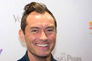 jude law to play young dumbledore in new 'fantastic beasts' film [report]