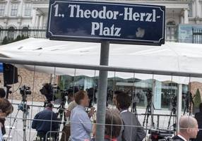 Austria stands shoulder to shoulder with its Jewish citizens, says visiting Chancellor Kern