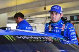 kyle larson drives hard after speeding penalty to finish sixth