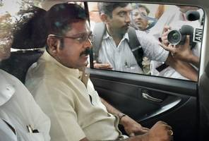 Dhinakaran arrested by Delhi Police