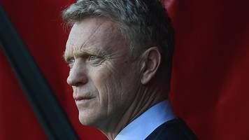 'i'm here, i'm the manager' - moyes resists quit calls